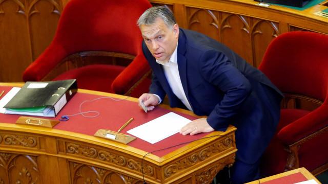 """Parlamento da Hungria recusa """"pressão"""" da UE sobre refugiados"""