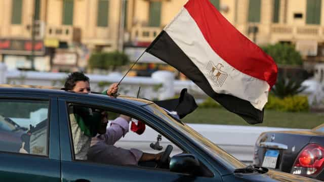 Venda de coletes amarelos no Egito controlada pela polícia
