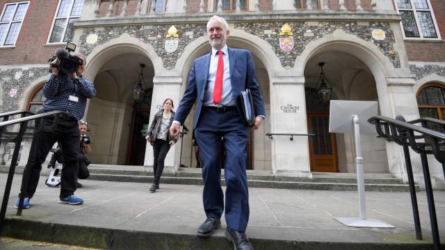 Quatro partidos da oposição exortam Corbyn a apresentar moção de censura