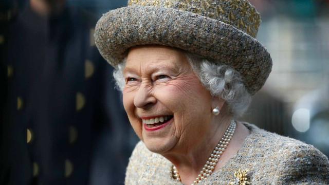 Família real acaba de aumentar: Rainha Isabel II adota um cão