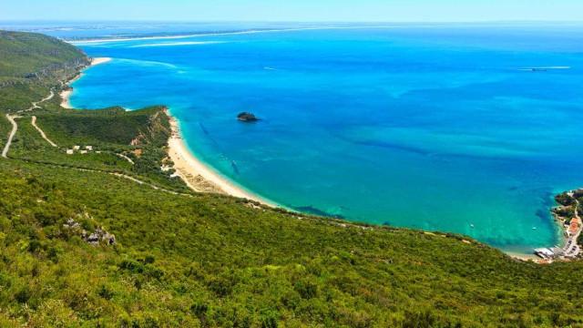 Tem ideia de quanto passará a custar-lhe um dia nas praias da Arrábida?