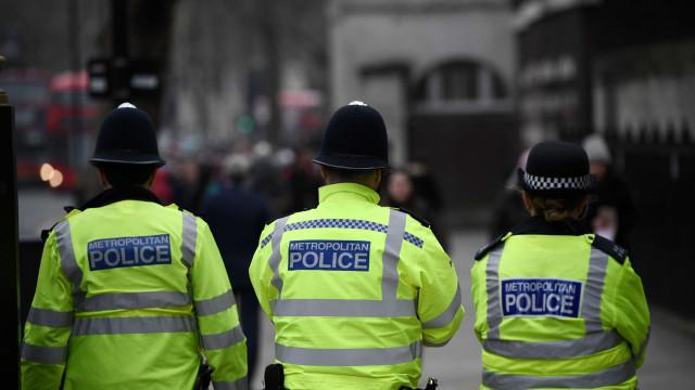Três pessoas esfaqueadas no centro de Birmingham