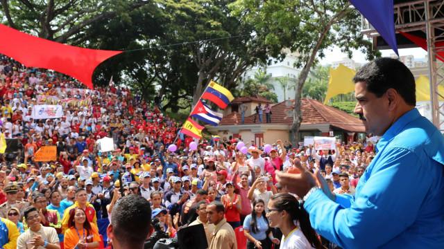 Apoiantes de Maduro protestam em Caracas contra relatório de comissária