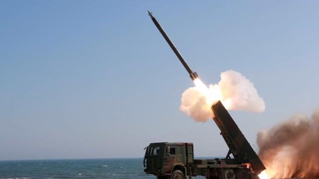Arábia Saudita interceta míssil balístico perto de Riade