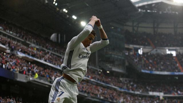 Cristiano Ronaldo negoceia (grande) aumento salarial com o Real Madrid
