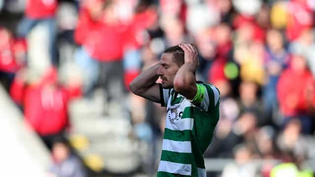 Leicester City também confirma acordo por Adrien