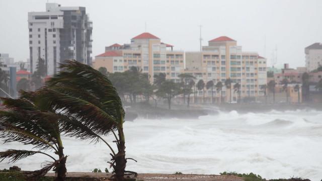 Agitação marítima e vento forte colocam sete distritos sob aviso amarelo