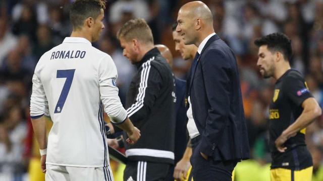 """De certeza que Zidane pondera tirar Cristiano"""