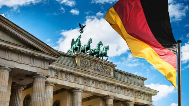 Excedente comercial alemão recua quase 9% em junho