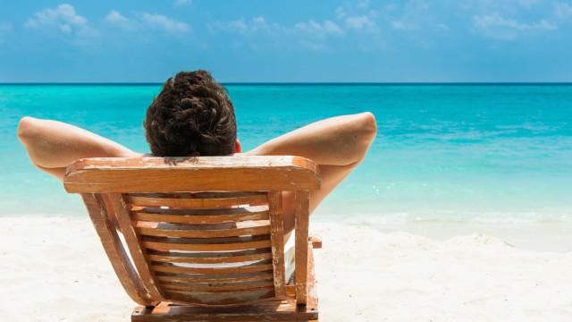 Maioria dos portugueses vão de férias em agosto e ficam por cá