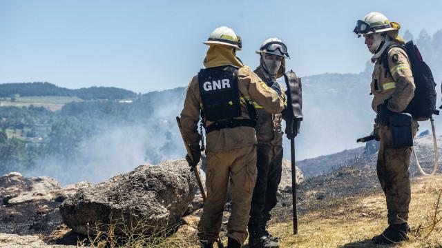 Viatura da GNR capotou durante combate às chamas em Alijó