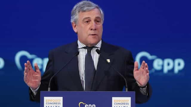 """Presidente do Parlamento Europeu reconhece """"legitimidade"""" de Guaidó"""