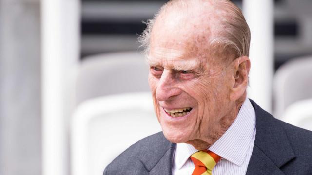 Príncipe Filipe hospitalizado para uma operação à anca