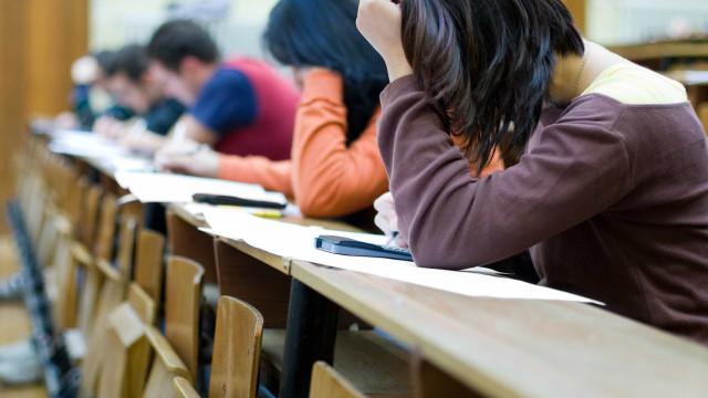 Exames: Há 16 escolas que inflacionam as notas dos alunos