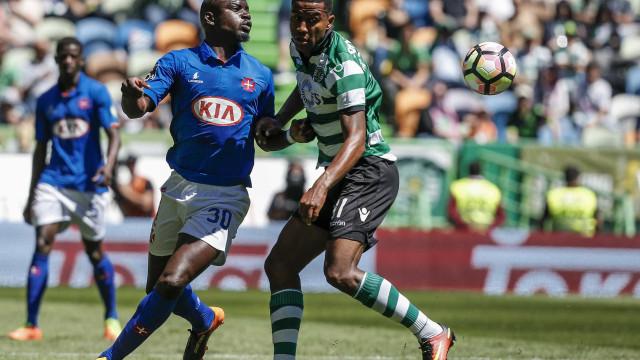 Zeegelaar não vai para o Sevilha devido a cláusula imposta pelo Sporting