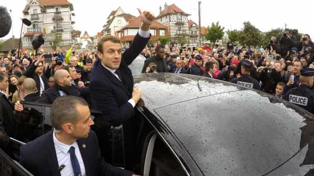 """Comissão Europeia recebe """"com frieza"""" proposta de Macron sobre a Europa"""