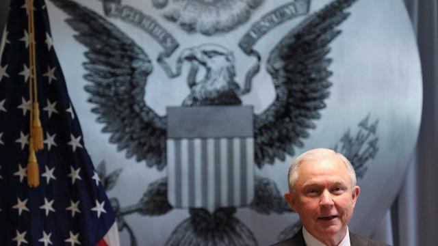 Procurador Geral dos EUA quer ficar no cargo apesar dos ataques de Trump