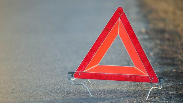 Acidente provoca dois feridos e condiciona trânsito no acesso ao IC6