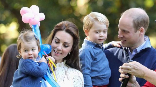 George e Charlotte foram conhecer o irmão mais novo