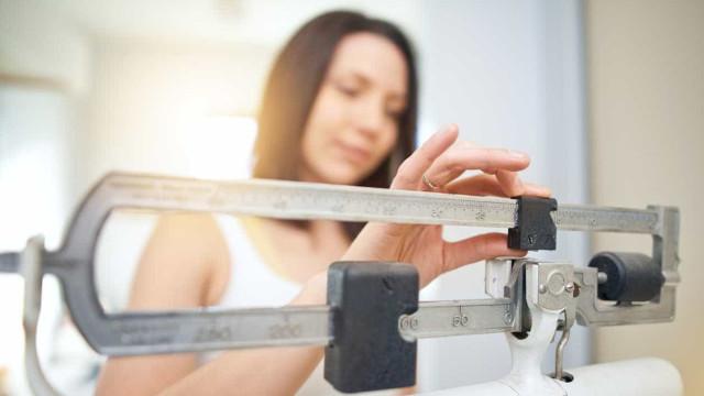 Para um maior sucesso na perda de peso, mude a forma como usa a balança