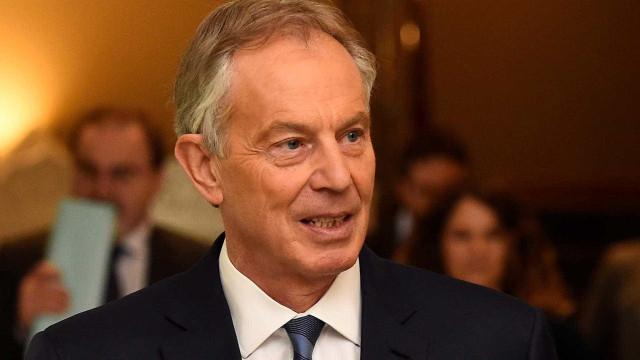 Tony Blair revela conversa que teve com rainha após morte de Diana