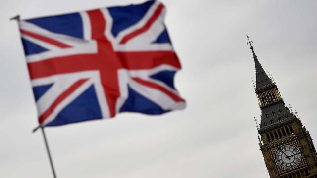 Economia britânica cresceu menos do que inicialmente previsto