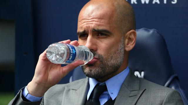 Manchester City abre a porta de saída a três jogadores