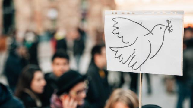 Artistas portugueses e japoneses exibem obras em Lisboa a favor da paz