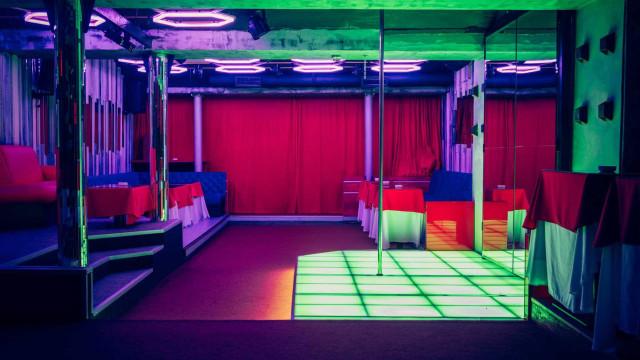 Operação em espaços de diversão noturna culmina com sete mulheres detidas