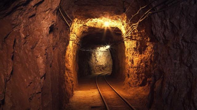 Resgatados 272 mineiros e outros 955 continuam presos em mina