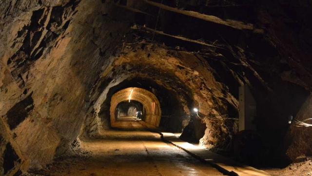 Portugueses e espanhóis protestam na fronteira contra mina de urânio