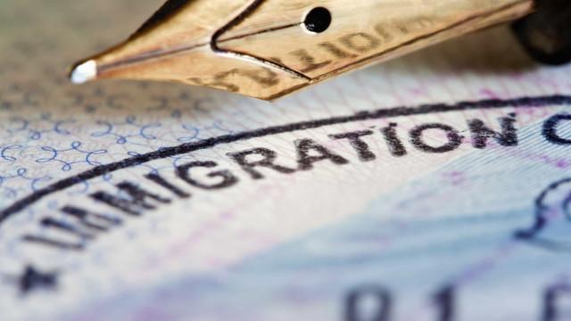 Transparência e Integridade entrega 'kit' de alerta sobre 'vistos gold'