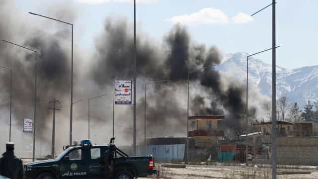 Talibãs matam pelo menos 27 polícias no Afeganistão