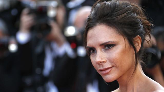 Victoria Beckham criticada após promover nova coleção de maquilhagem