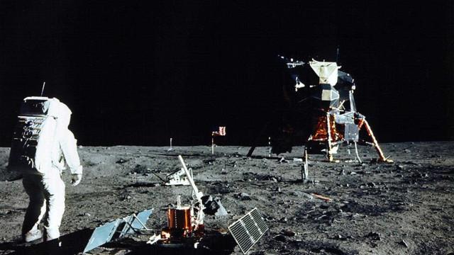 Família de Neil Armstrong vai leiloar coleção pessoal do austronauta