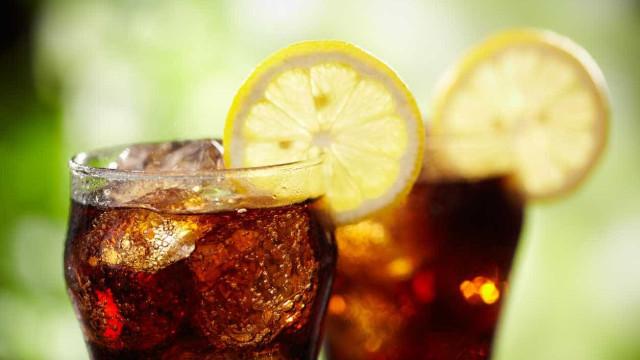 Se gosta de refrigerantes, prepare-se. Imposto sobre açúcar vai subir