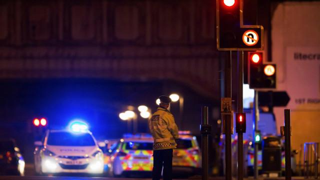 Bombeiros só chegaram duas horas depois a atentado em Manchester de 2017