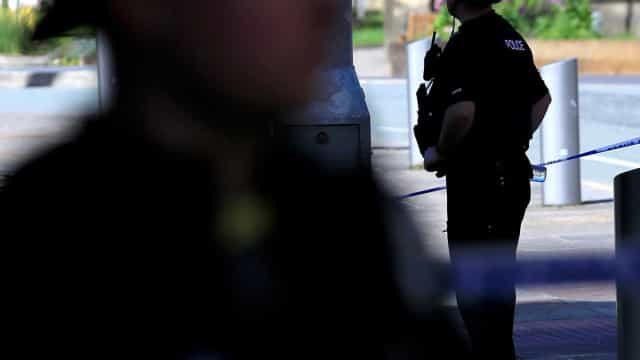 Zona comercial de Manchester evacuada devido a pacote suspeito