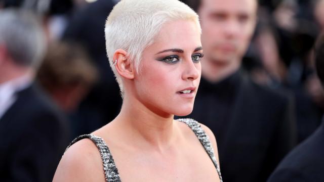 Kristen Stewart e namorada vão a casamento… sem convite