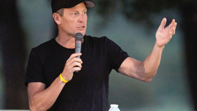 Lance Armstrong sofre queda e mostra imagens fortes da sua cara