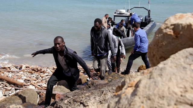 Governo da Líbia abre inquérito a casos de escravatura