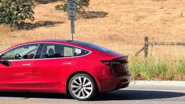 Tesla já fabrica baterias para veículos elétricos