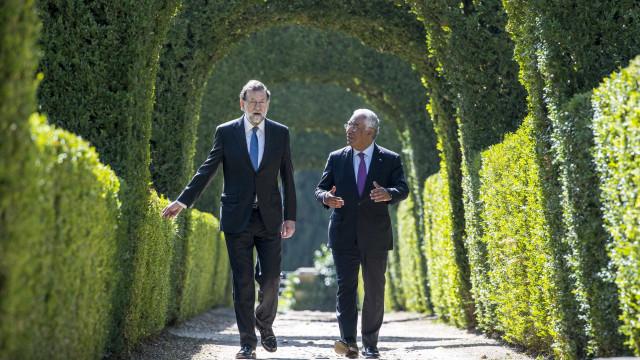 """Costa deseja """"felicidades"""" a Rajoy que deixa presidência do PP"""