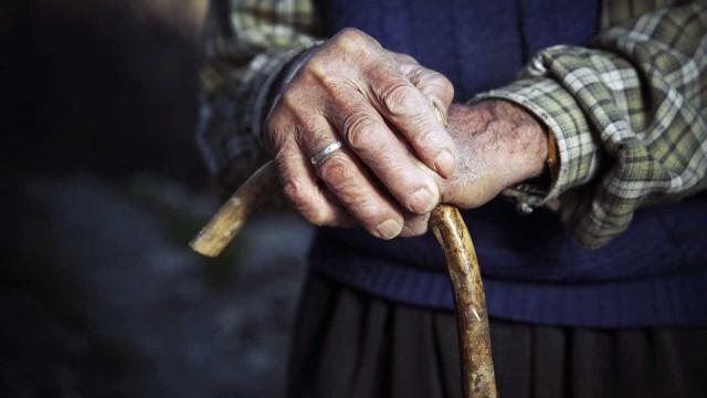 Provocam morte a idoso de 98 anos para lhe roubarem a televisão
