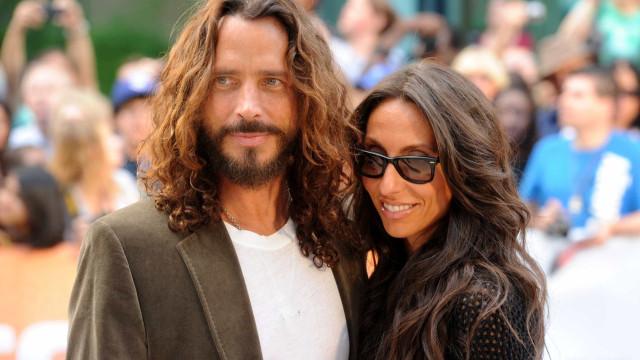 Viúva de Chris Cornell chora a morte de Chester Bennington