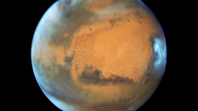 Marte tem vários depósitos de água gelada a diferentes profundidades