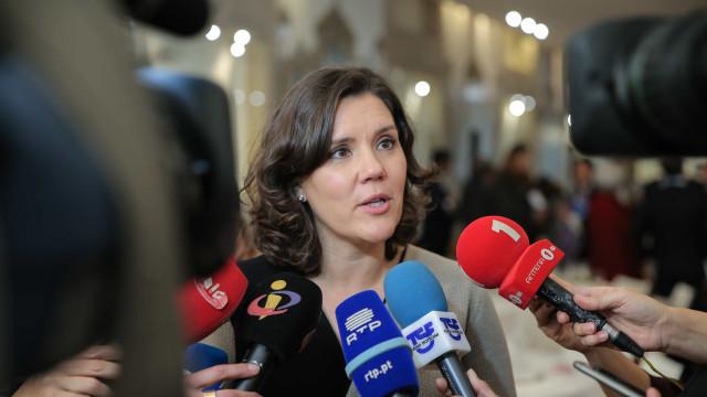 """Cristas acusa PS de """"só querer saber das salas de visita da capital"""""""