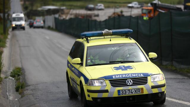 Colisão entre mota e carro em Loures faz três feridos, um deles grave
