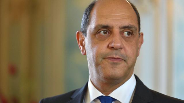 Pizarro criticado por votar contra alteração ao nome de pavilhão