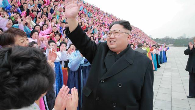 Kim Jong-un diz que míssil disparado sobre o Japão serve de ameaça a Guam